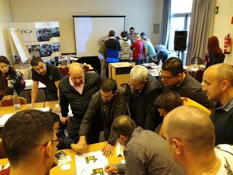 Grupo de gente realizando el curso Kivi