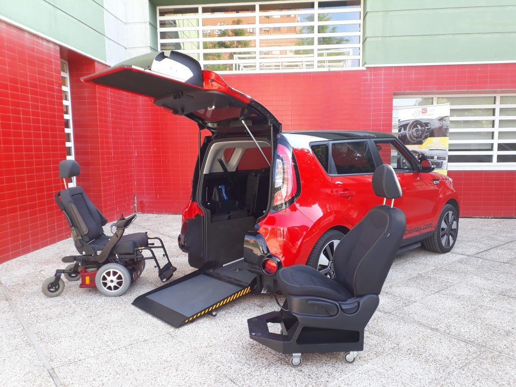 foto coche con asiento adaptado, silla de ruedas y rebaje de suelo