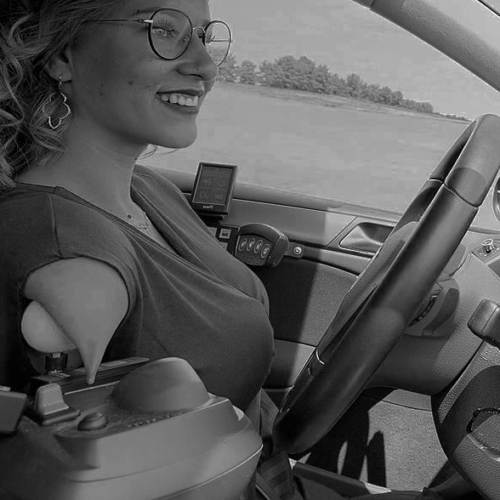 dona-conduint-cotxe-accesible