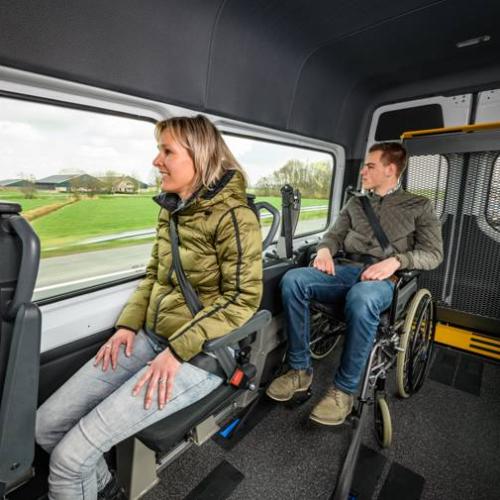 vehiculo que ofrece servicios de transporte especial adaptado